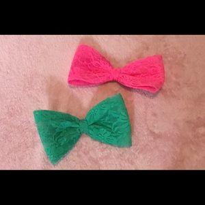 2 lace bows